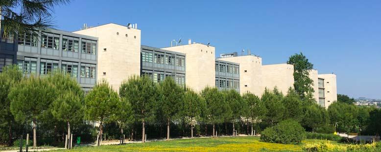 imamgine esterna del campus